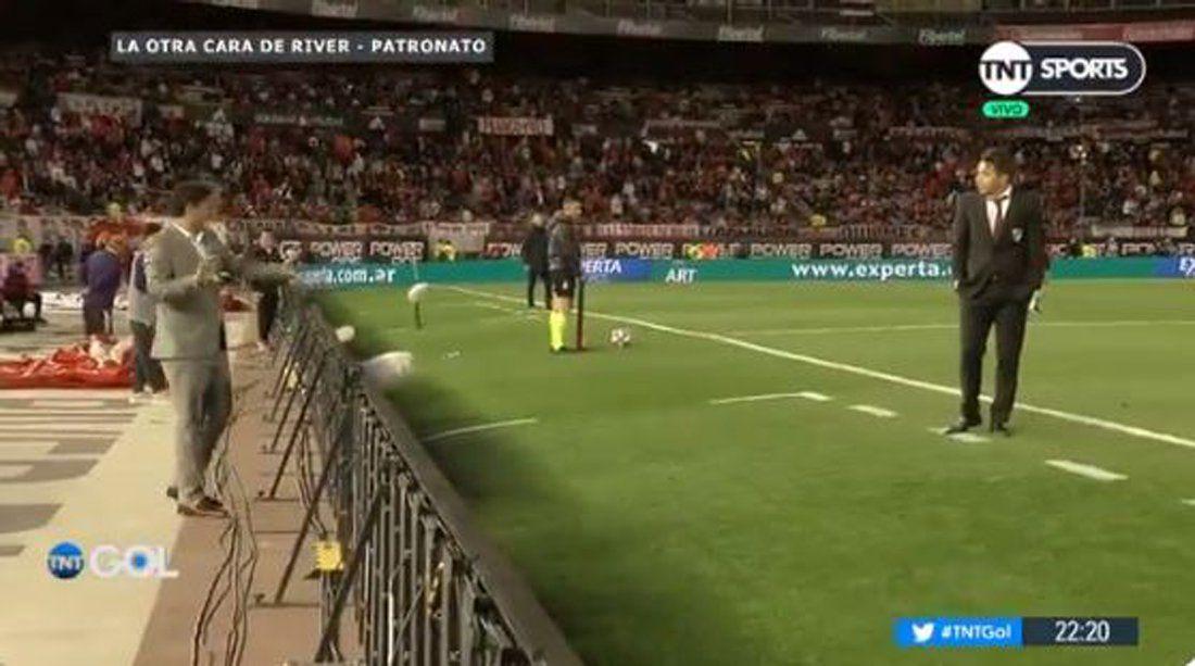 ¿Para qué querés dos ahí?: Gallardo discutió con Biscay en medio del partido