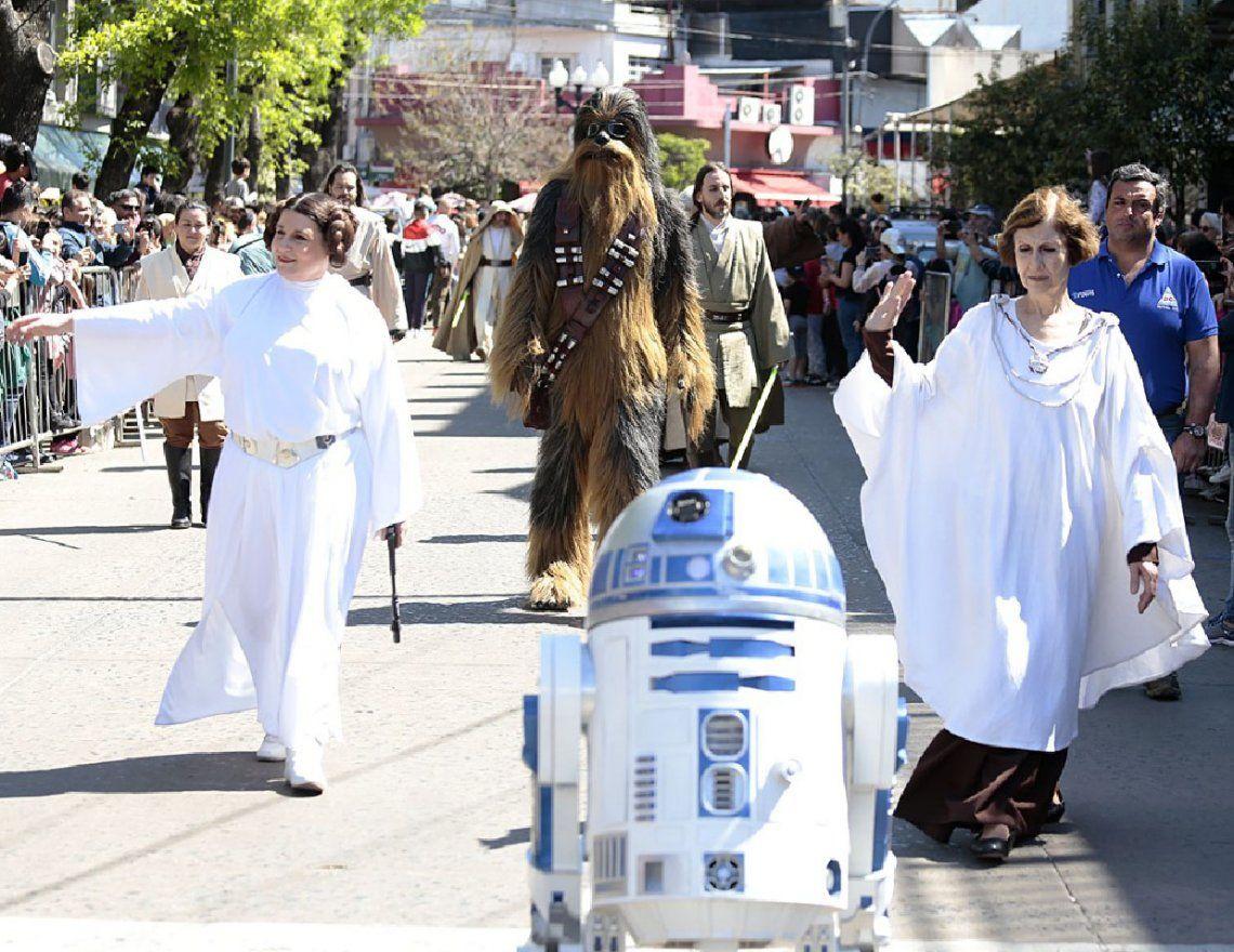 Almirante Brown: exitosa invasión solidaria de Star Wars