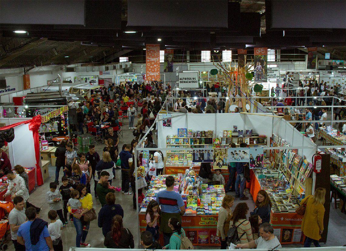 Berazategui: comenzó la Feria LibrArte en el Centro Roberto De Vicenzo