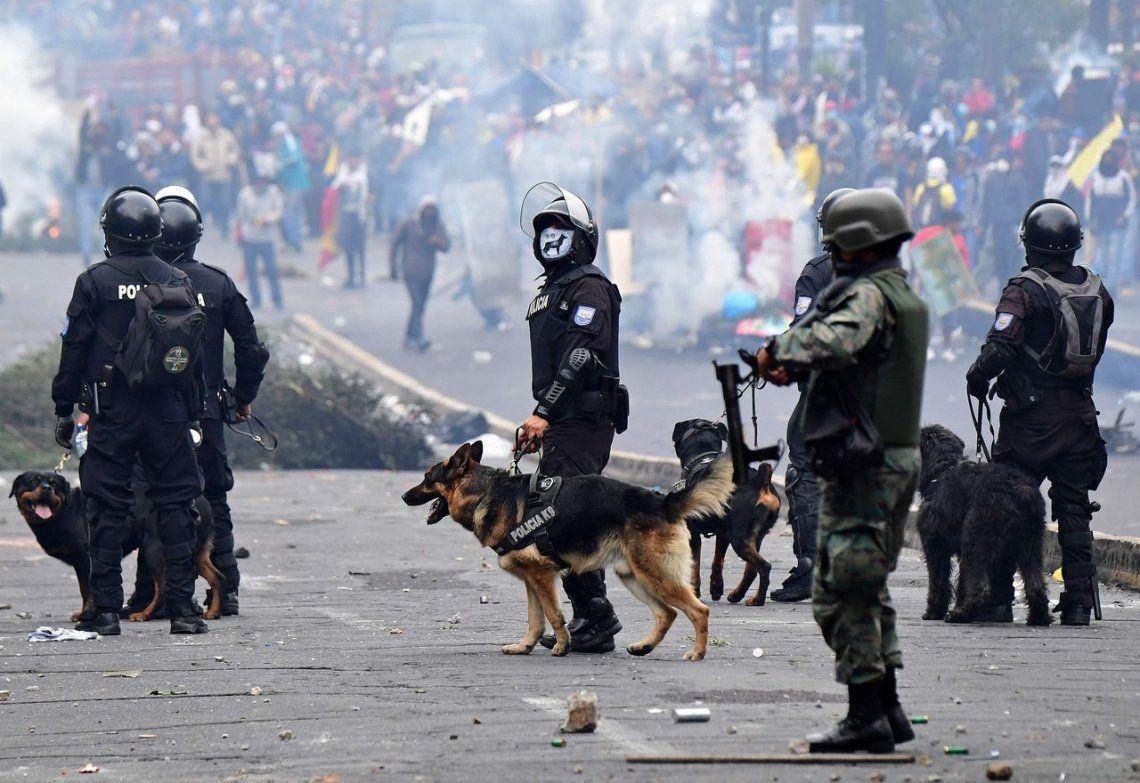Ecuador: Lenín Moreno decretó el toque de queda en sitios estratégicos