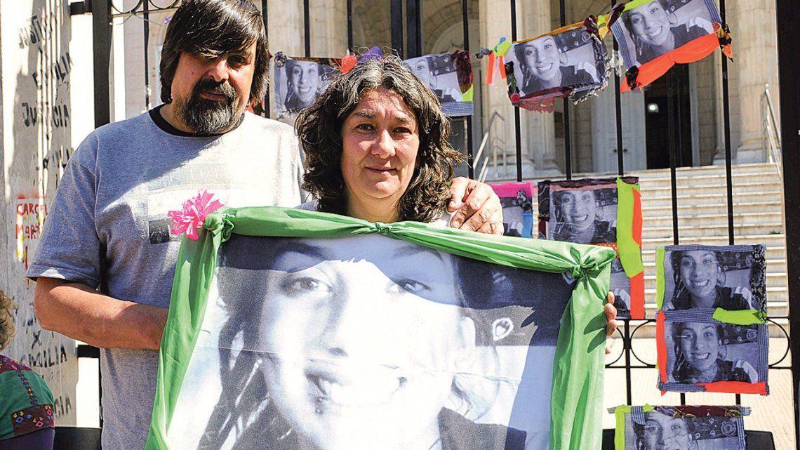 Nueva protesta de padres de Lucía Pérez, joven víctima de femicidio