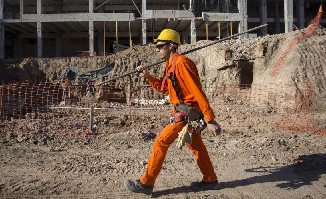 Se desplomaron la industria 7,3% y la construcción 6,5% en septiembre