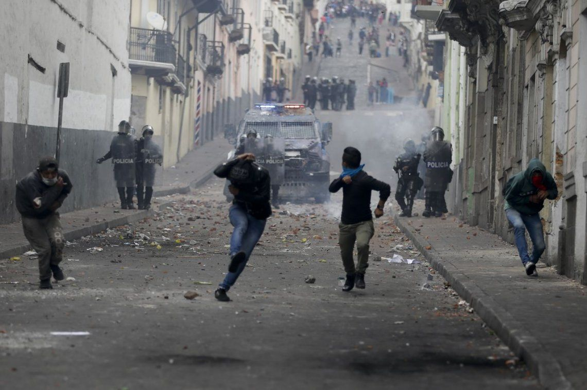 Multitudinarias protestas en Ecuador: recrudece la violencia en las calles