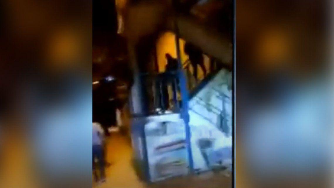 Fuerte Apache: entraron a una comisaría a los tiros para liberar a un grupo de presos