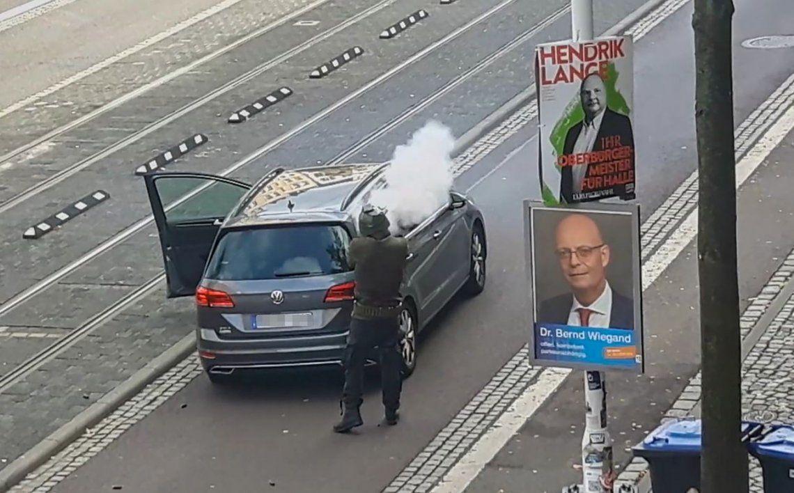 Tiroteo en sinagoga de Alemania: así actuó uno de los atacantes que mató a dos personas