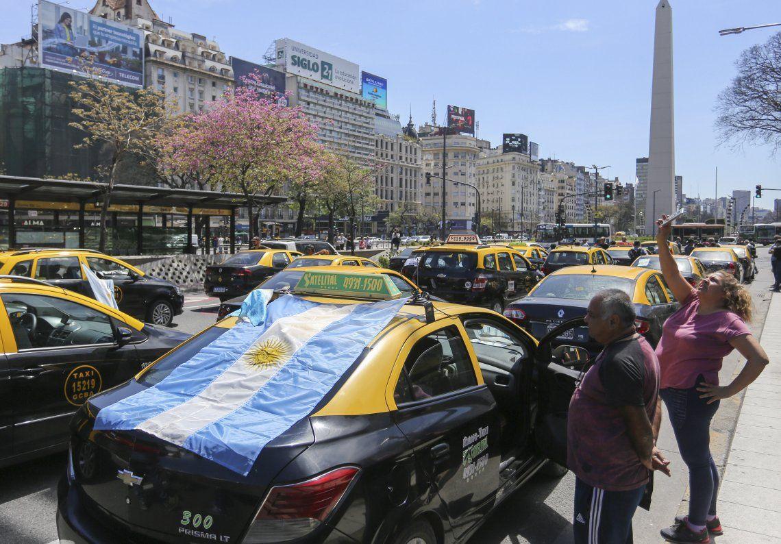 Concentración de taxistas complicó el tránsito en la Ciudad