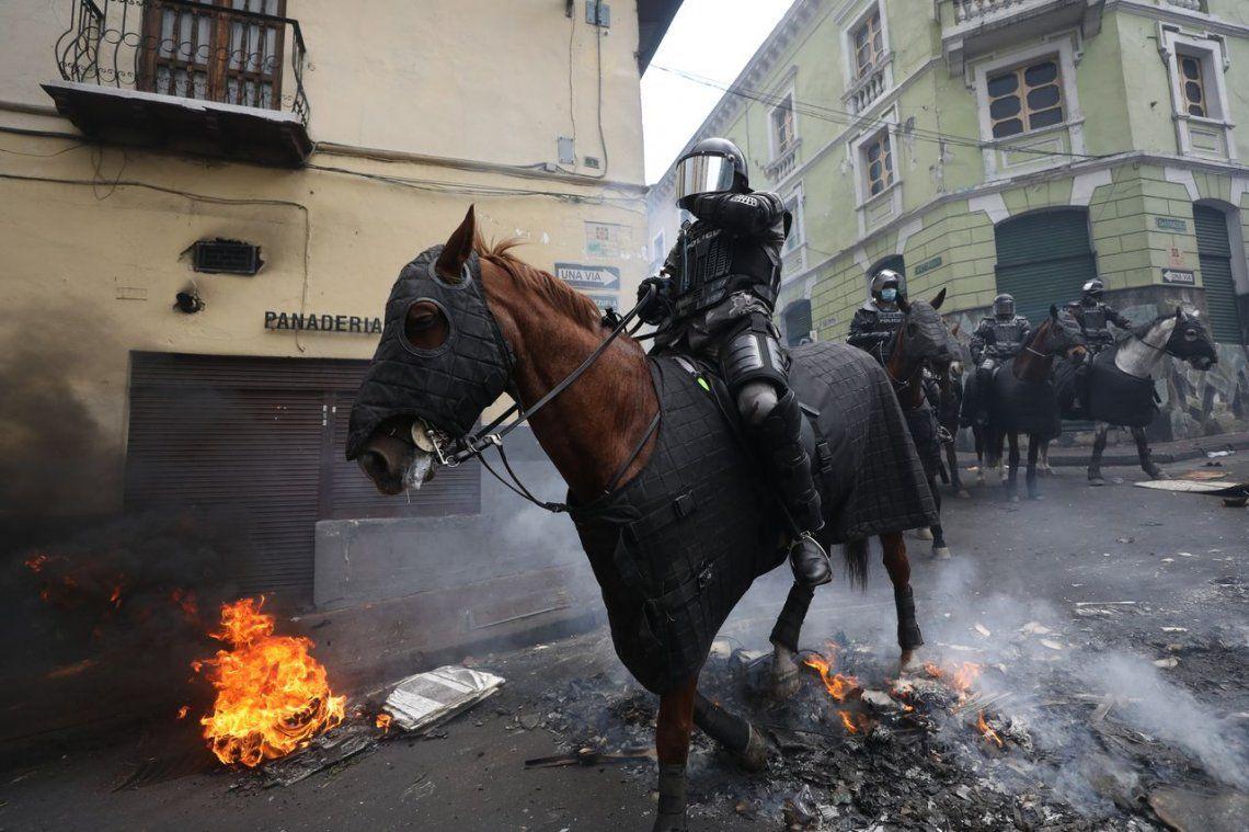 Tensión en Ecuador: las fotos de las protestas en las calles de Quito