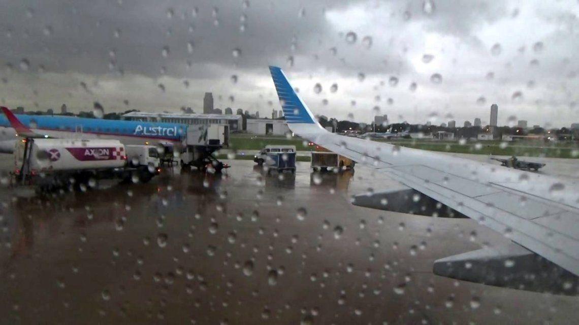 La tormenta provocó demoras en Aeroparque y Ezeiza