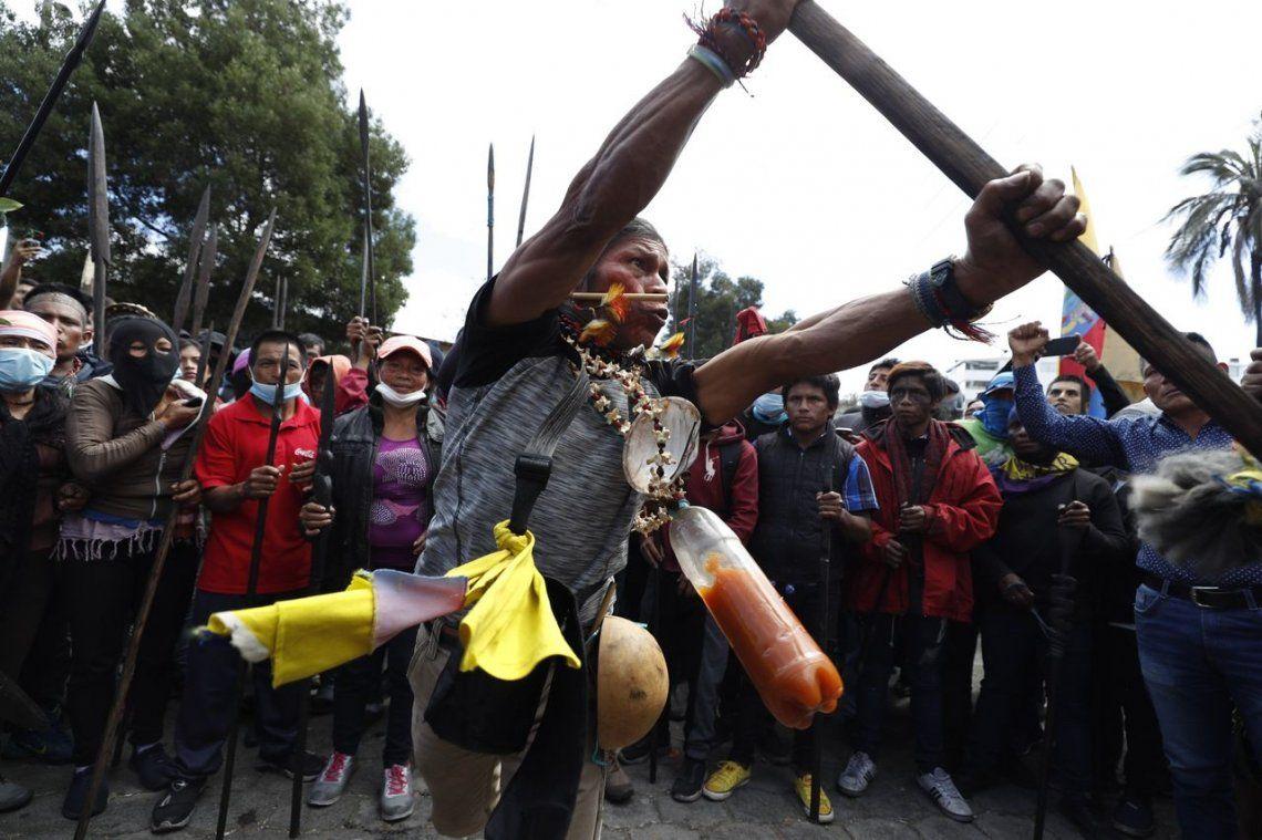 Crisis en Ecuador: guerreros indígenas de la Amazonía se unen a protestas en Quito