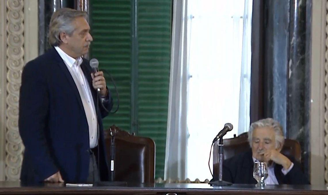 Alberto Fernández: La universidad pública nos dio cinco premios Nobel, Macri no debe saberlo