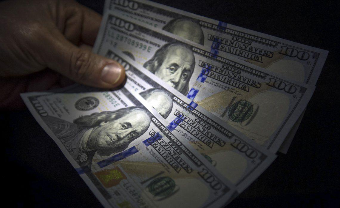 El 60 por ciento de los consultados rechazó dolarizar la economía dada la cultura bimonetaria del país.