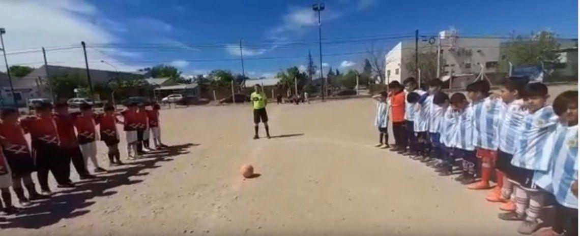 ¡Acá estoy, papá!: el escalofriante momento en que un hombre empieza a los tiros en medio de un partido de fútbol infantil