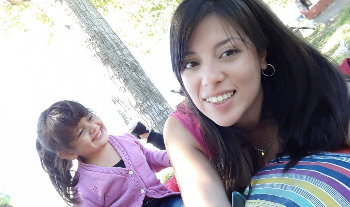 Ana Luz junto a su mamá Daniela