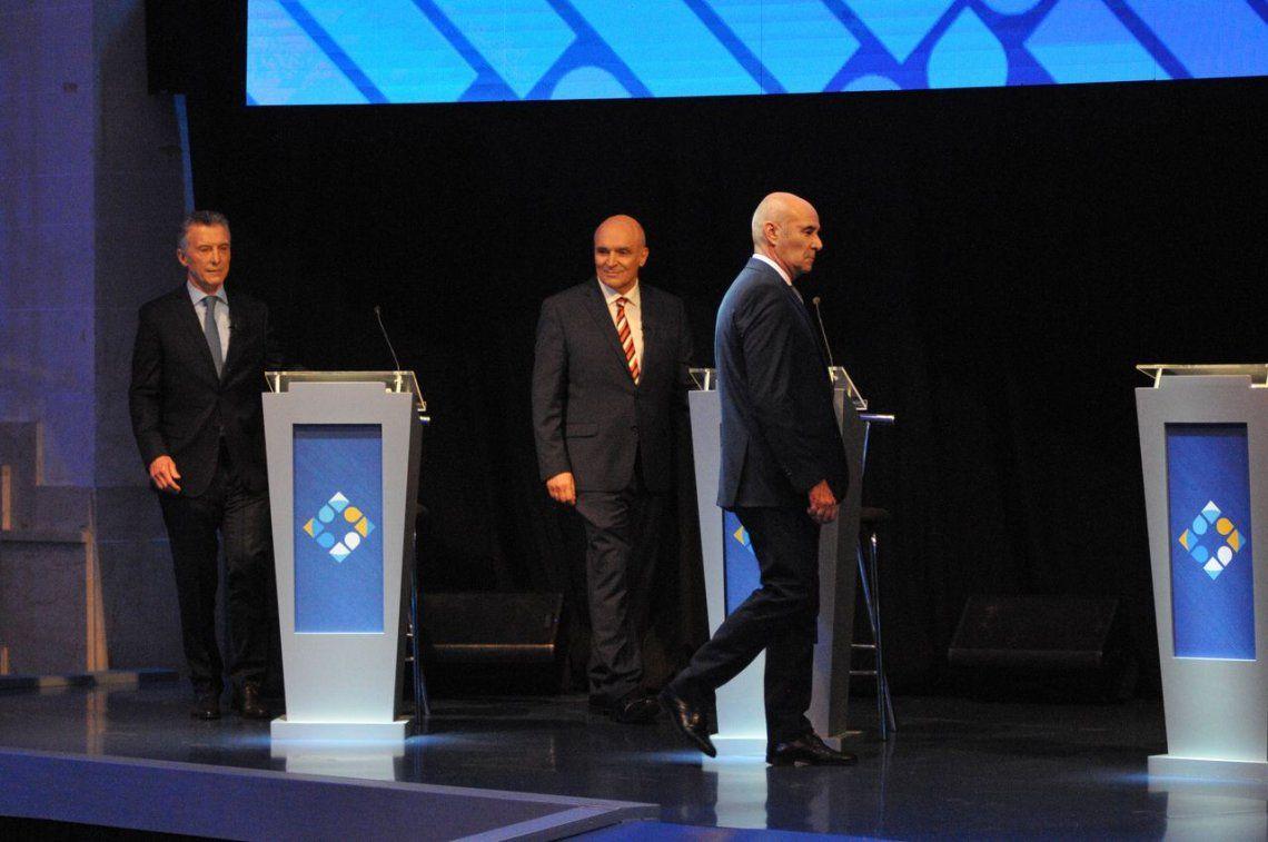 Narcocapacitación, Roberto Balaña, el candidato eterno, el lamebotas y otras chicanas: el lado B del Debate