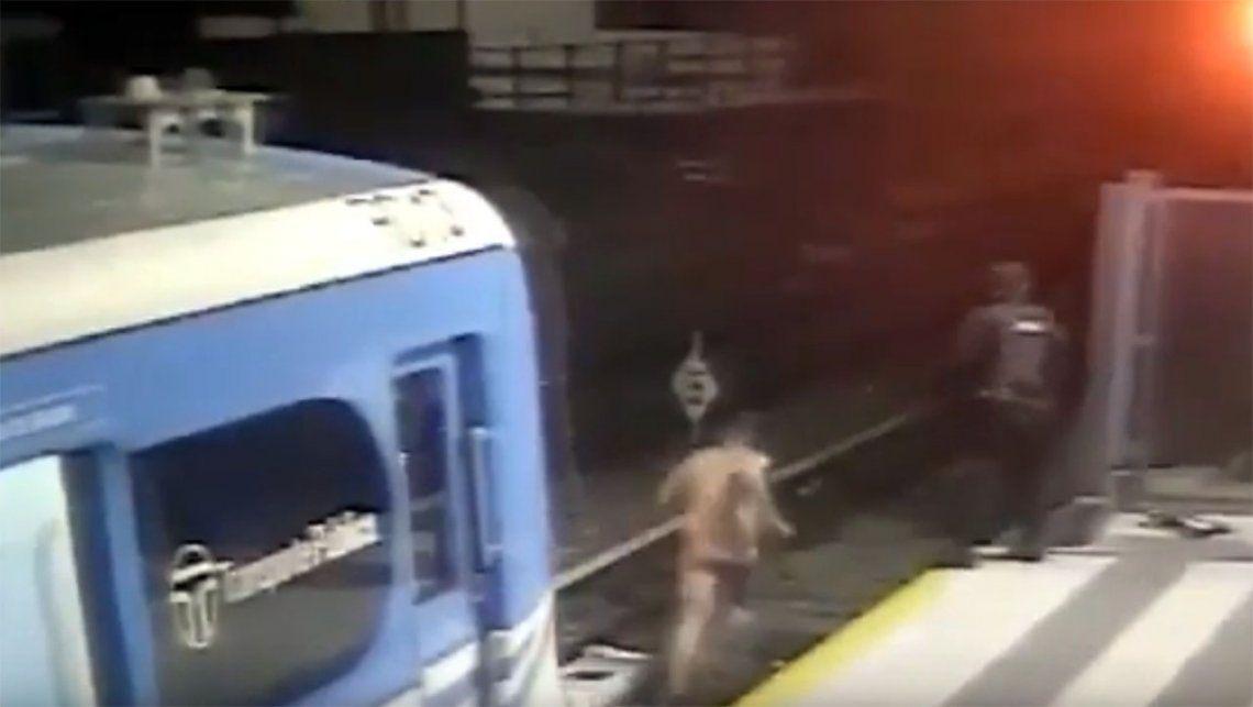 """Resultado de imagen para """"Terminator"""" del Tren Sarmiento: se bajó desnudo y corrió por las vías"""