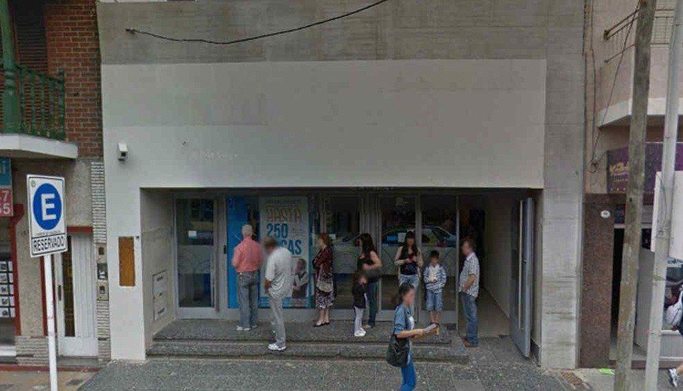Una de las entidades bancarias de la zona gerliana donde hay temor por la inseguridad.