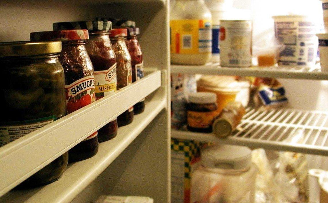 Los alimentos en general están tan caros que llenar la heladera de una familia tipo cuesta cada vez más.