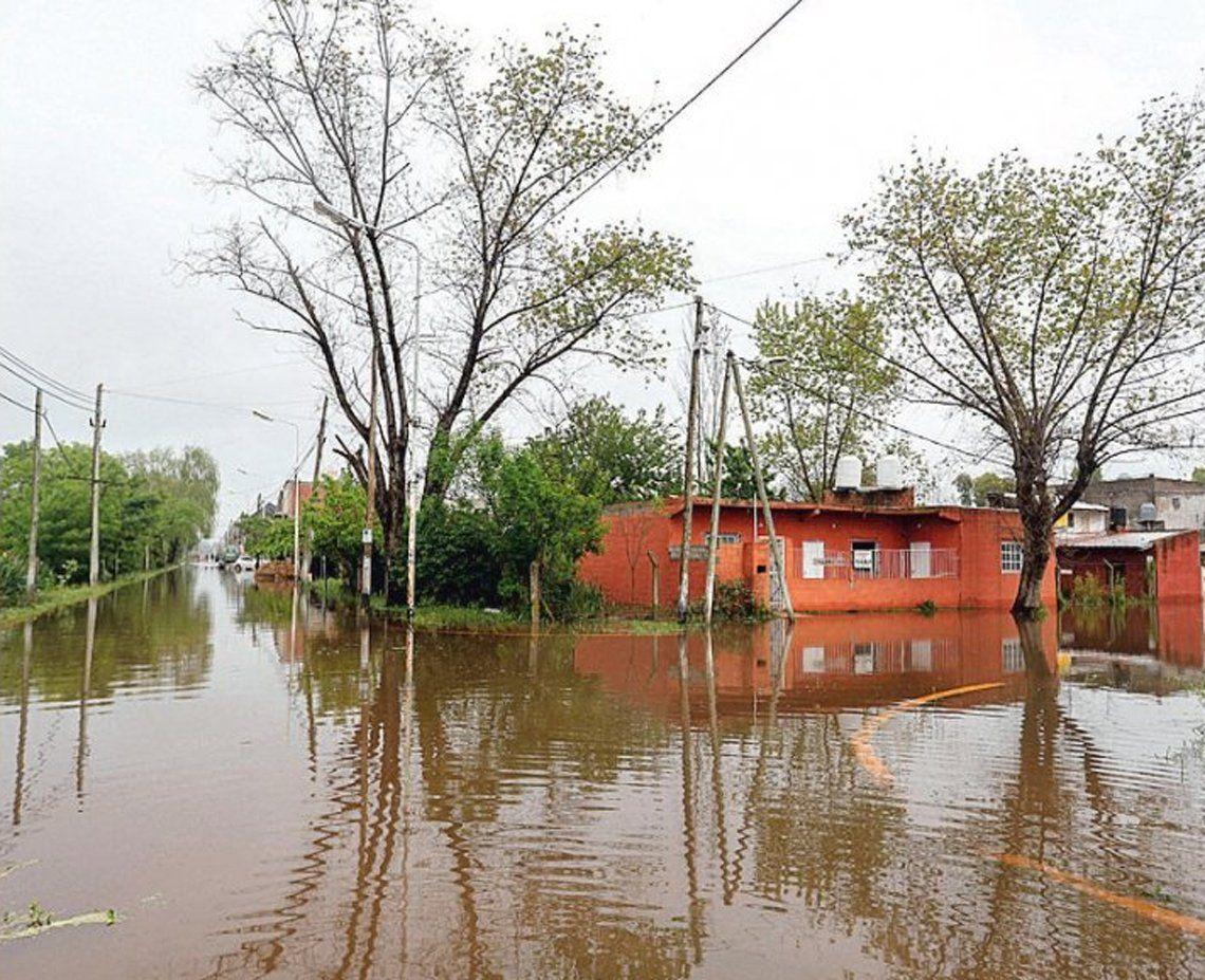 Todavía quedan miles de evacuados por inundaciones