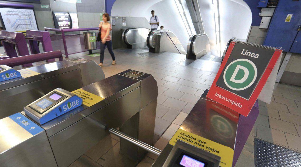 Metrodelegados harán un paro de dos horas en las línea B y D.