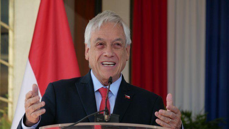 Tras las violentas protestas, Piñera suspendió el aumento del subte
