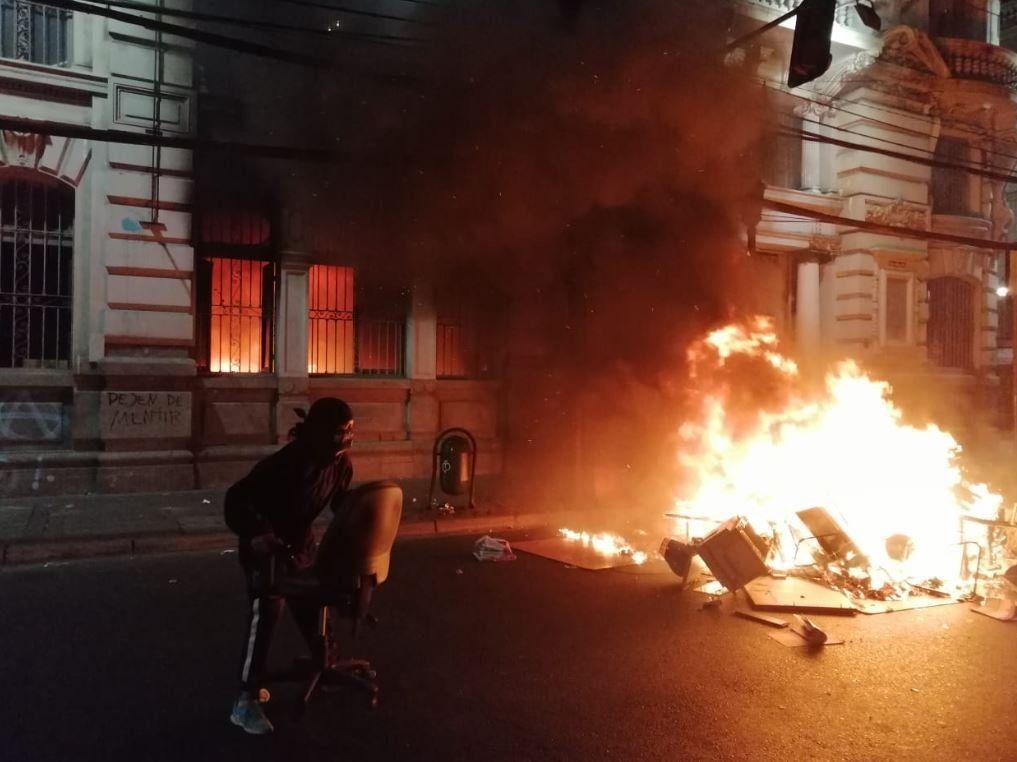 Chile: tres muertos y escalada de violencia en medio del toque de queda