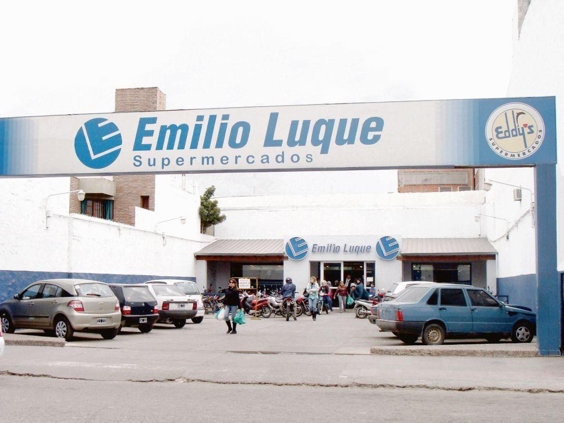 Crisis económica: cerró una cadena de supermercados y despidió 1.200 empleados