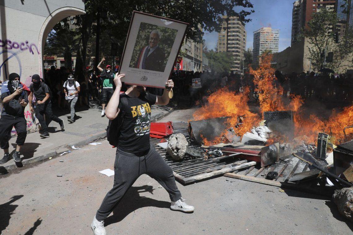 Chile: por quinto día consecutivo, miles de personas salen a protestar en Santiago