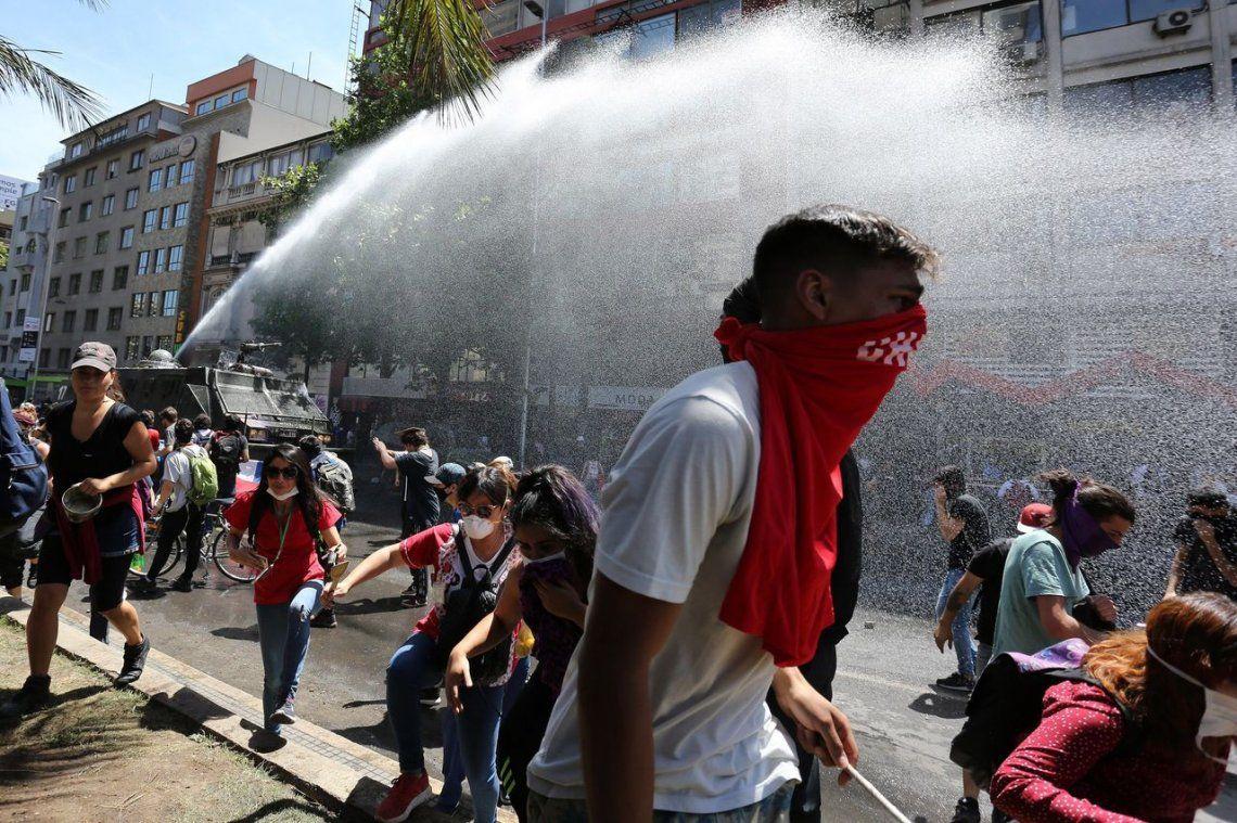 Chile en crisis: Sebastián Piñera decretó un nuevo toque de queda y es el cuarto consecutivo