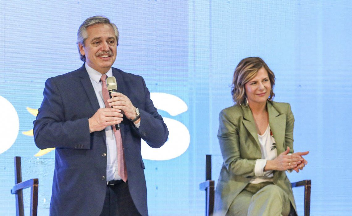 El candidato presidencial del FdT junto a la candidata de ese sector en La Plata