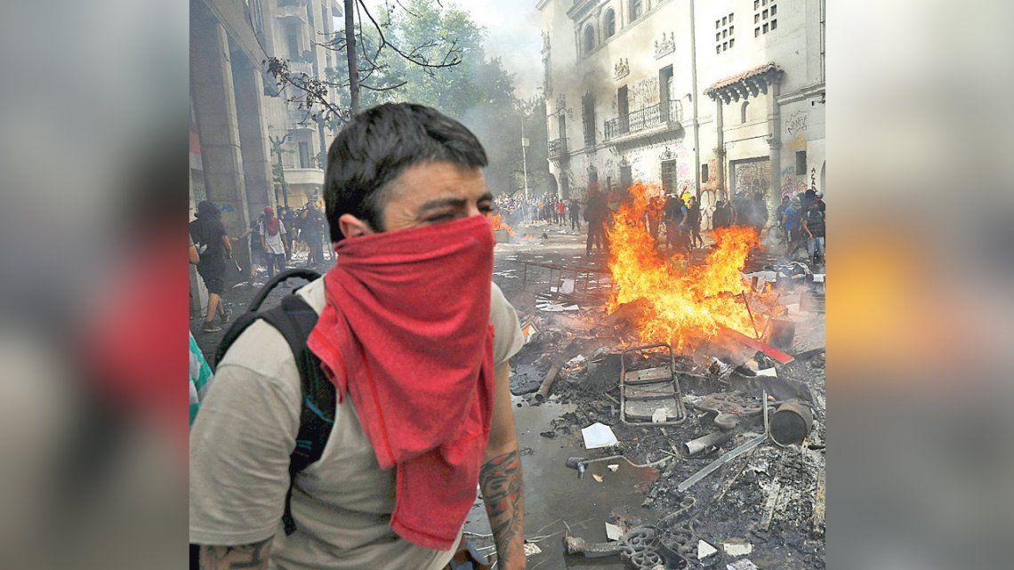 El gobierno ve una mano articuladora anárquica en la violencia desatada en Chile