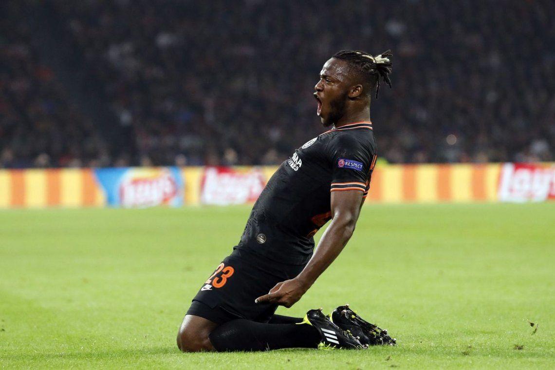 El gol de Michy Batshuayi sobre el final para que Chelsea le gane al Ajax por la Champions League