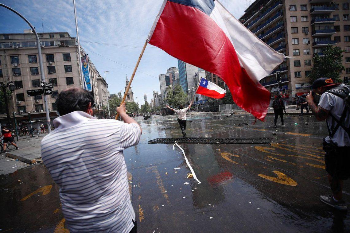 Crisis en Chile: ya son 18 los muertos y casi 200 heridos tras los incidentes entre manifestantes y las fuerzas de seguridad