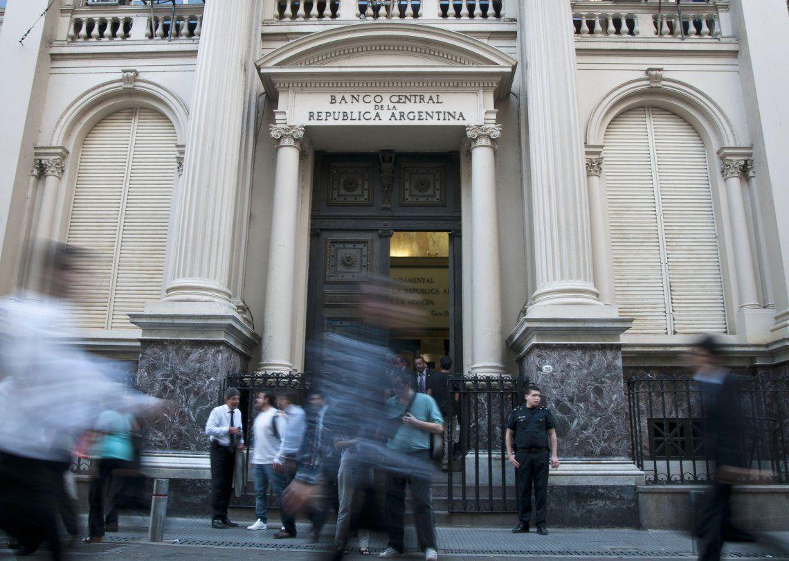 La sangría de divisas del Banco Central se profundizó durante los últimos días al intentar frenar la escalada.