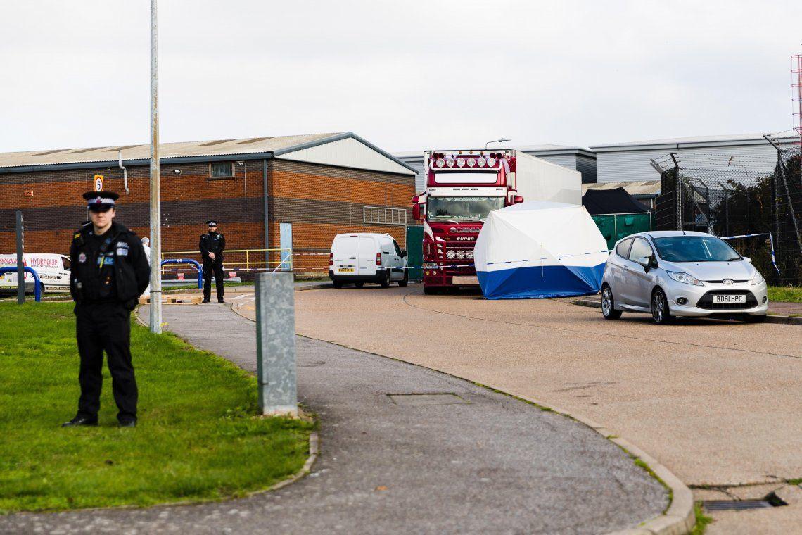 La policía británica confirmó que las 39 personas halladas muertas en un camión en el Reino Unido eran chinas