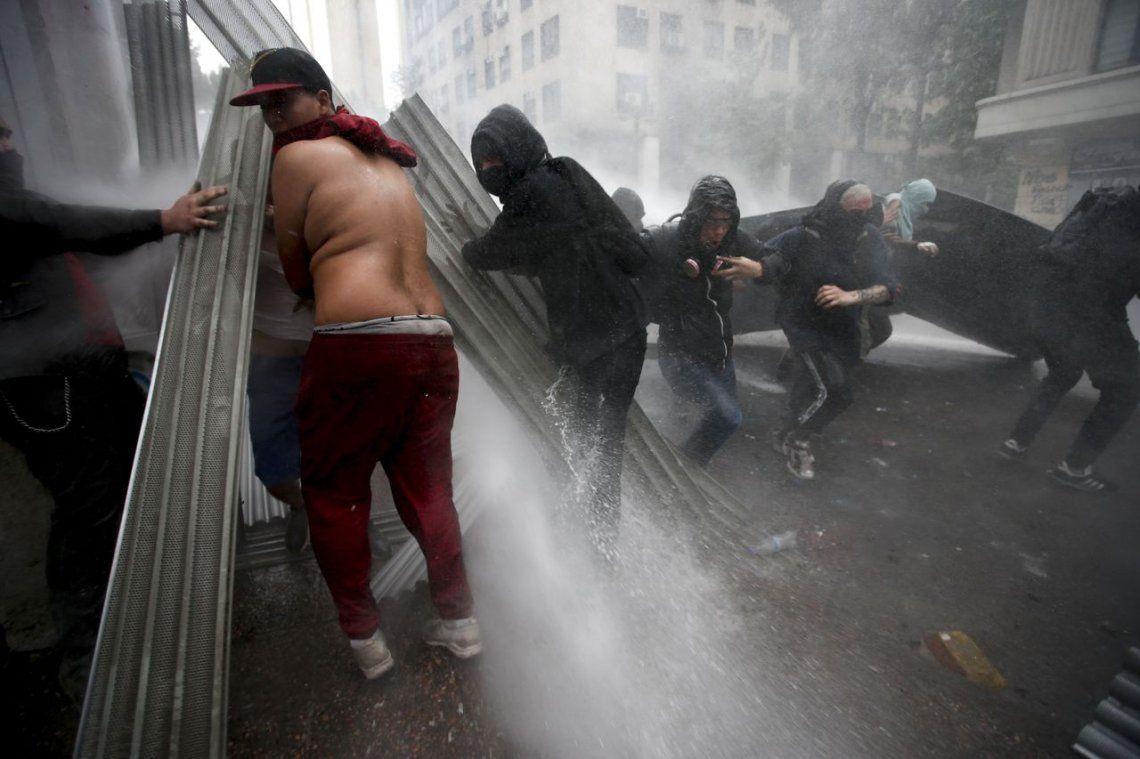 Chile: el gobierno convocó a reservistas para que se sumen al Ejército en las calles