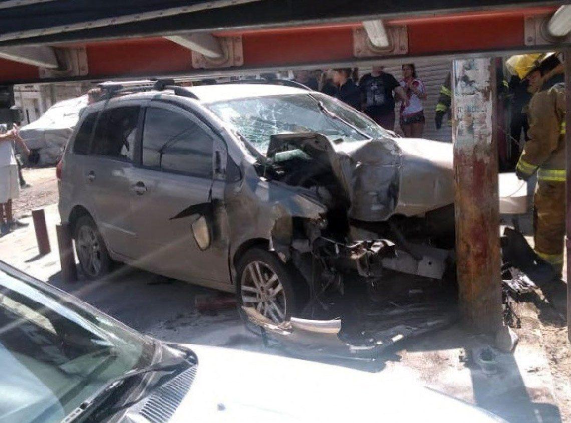 Quilmes: un auto se subió a la vereda y mató a una mujer en San Francisco Solano