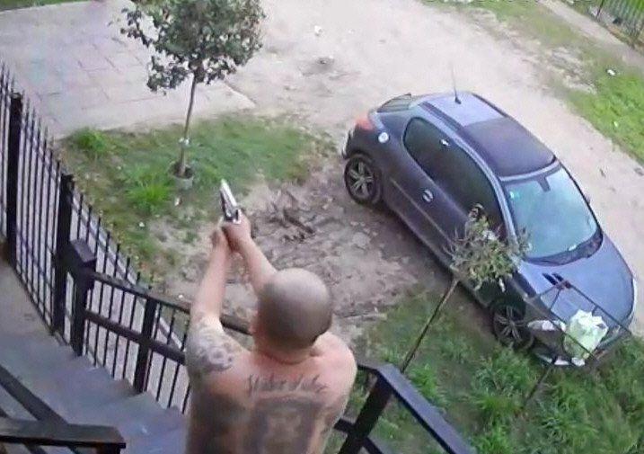 En el video de la cámara de seguridad de la vivienda