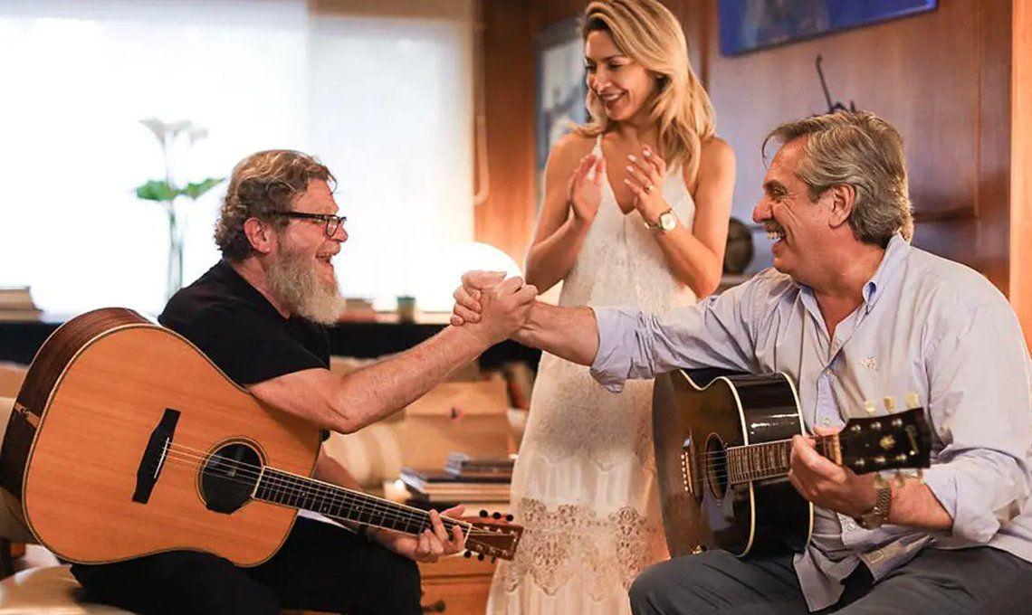 Un cable a tierra: Alberto Fernández toca la guitarra todos los días