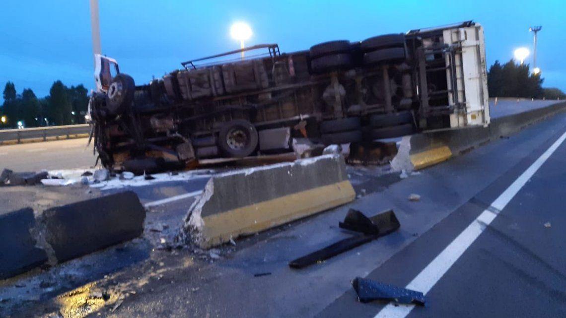 Choque de dos camiones en la Panamericana: 10 kilómetros de demora