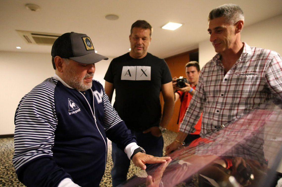 Diego emocionado por el regalo de Newells - Foto@CANOBoficial