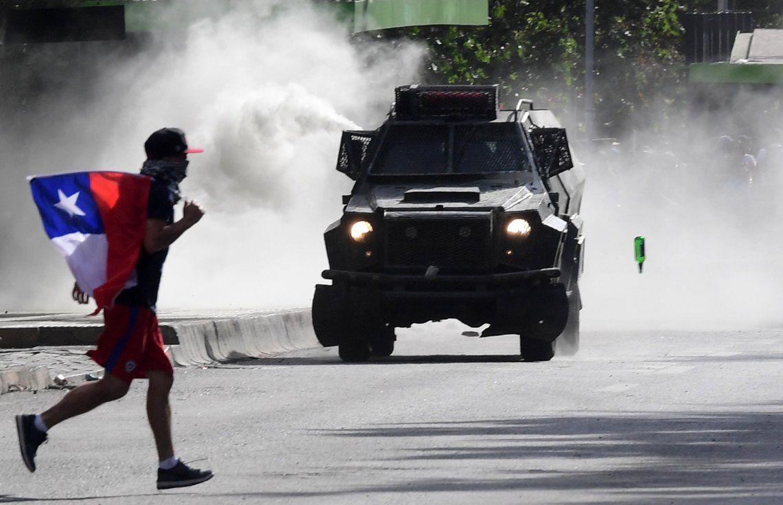 Chile | Pese al recambio de Gabinete, hay nuevos incidentes: balearon a un funcionario de DDHH