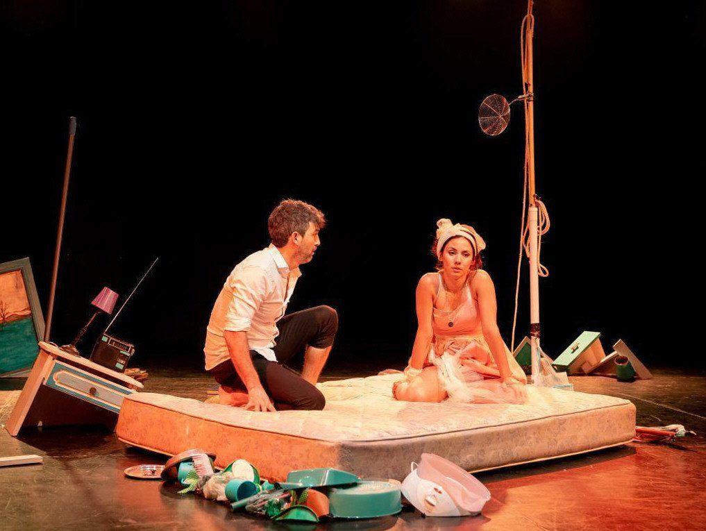 Con Valgiusti en escena. La obra tiene dos funciones más.