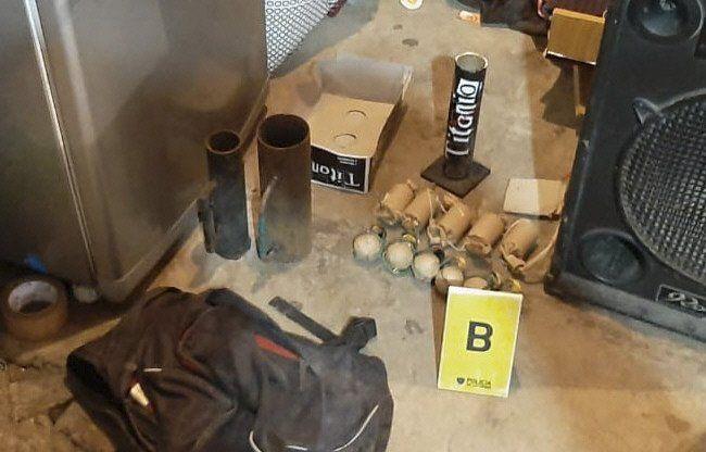 Algunos de los elementos incautados durante los allanamientos en la zona sur del Conurbano.