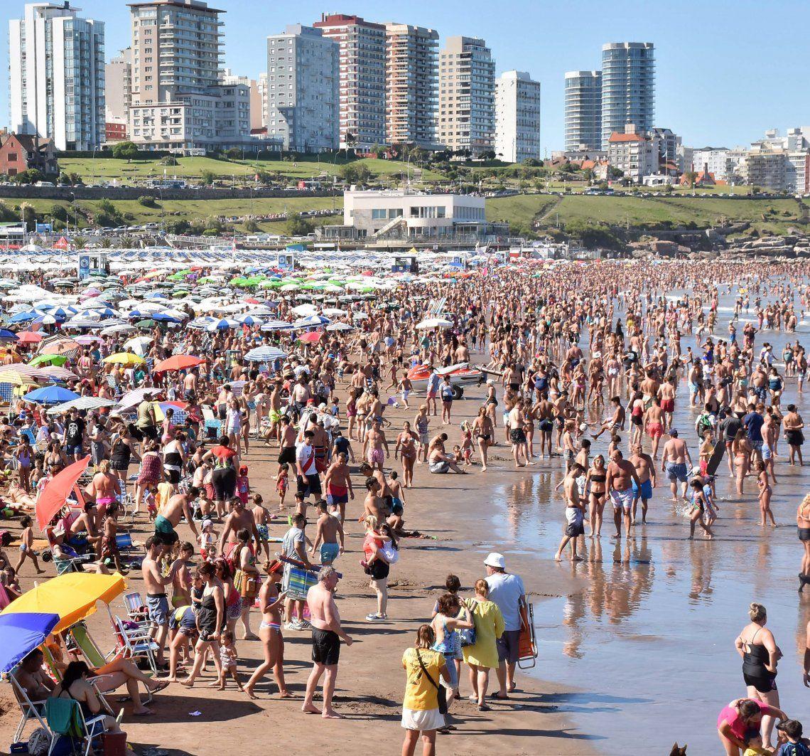 Mar del Plata pide un 20% de adelanto en las reservas.