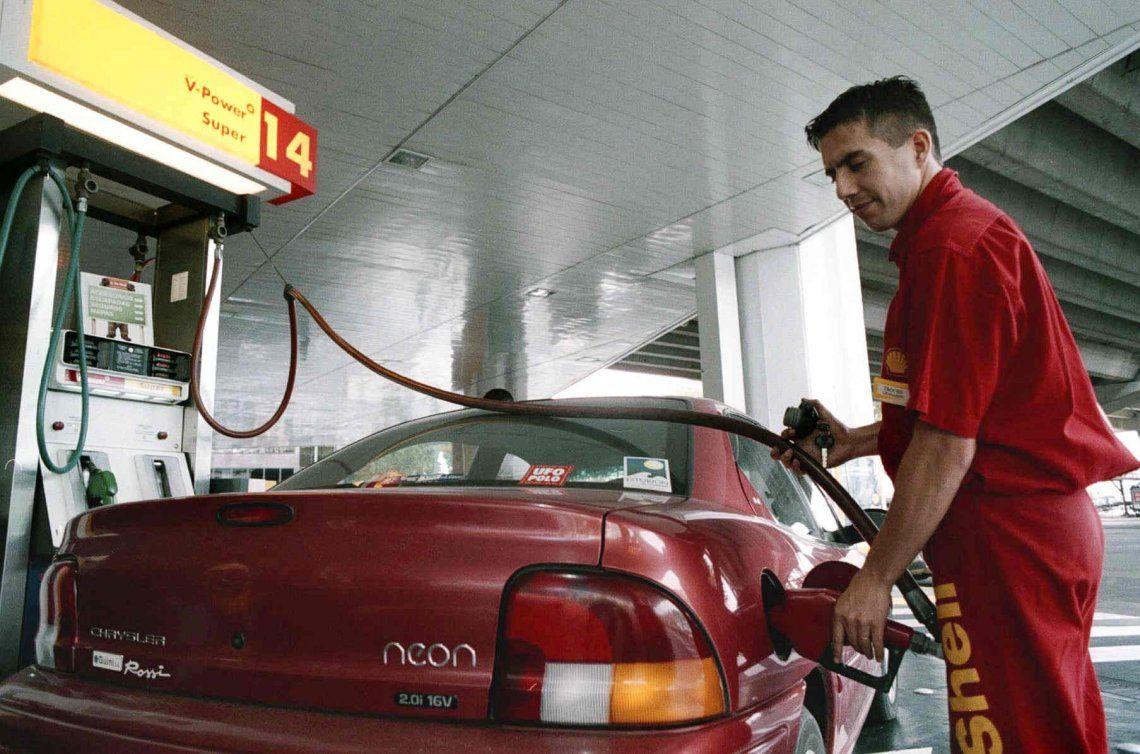 Tras el aumento, el Gobierno oficializó la suba de impuestos a los combustibles