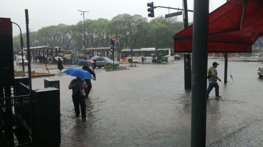 Tormenta en la Ciudad: inundaciones, demoras en el subte y problemas en Aeroparque