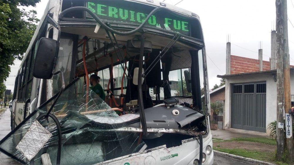 Quilmes: tres heridos por choque de un colectivo de la Línea 159 y otro de la Línea 278