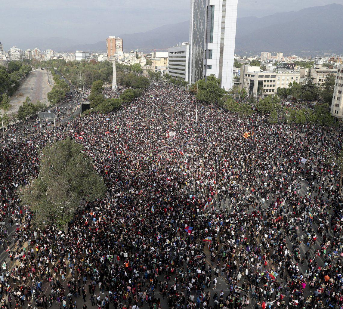 Plaza Italia volvió a ser el epicentro de otra multitudinaria protesta en Chile.