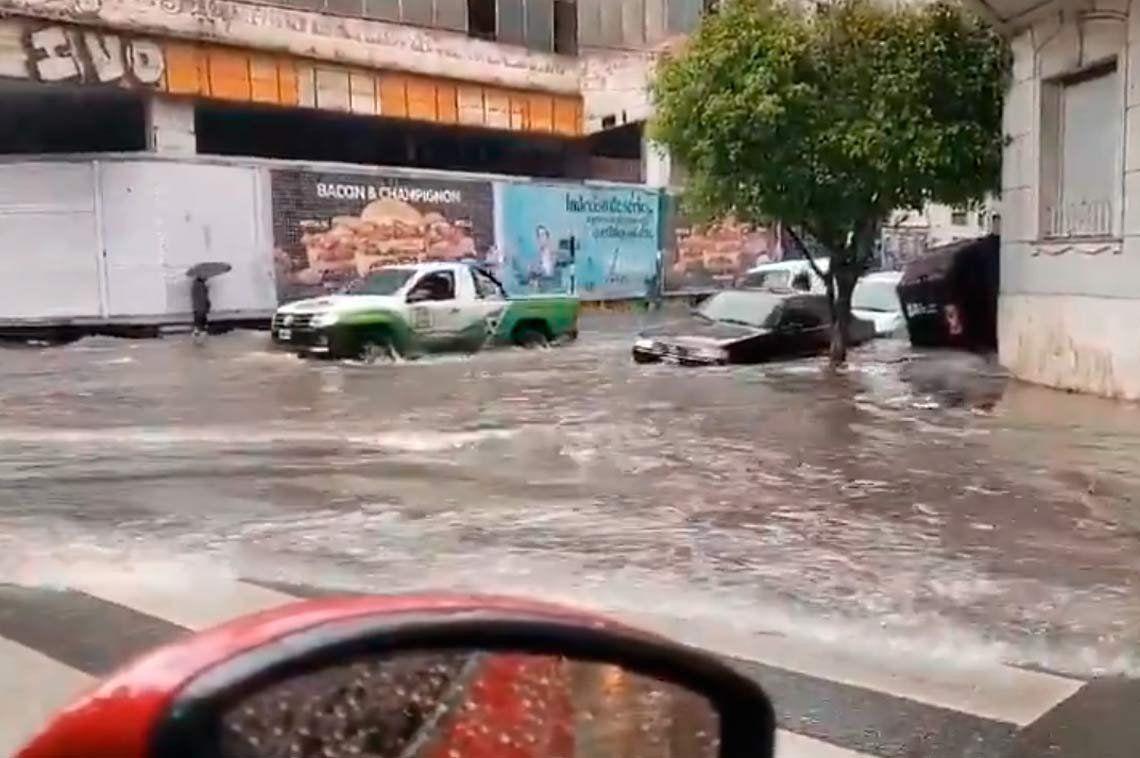 Las intensas lluvias provocaron trastornos en los barrios porteños