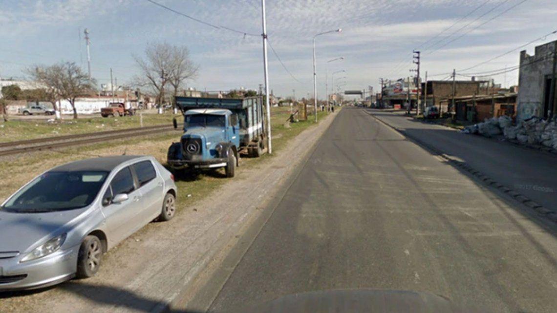 Horror en Laferrere: tiraron de un auto a una mujer embarazada y la pisó un camión de basura